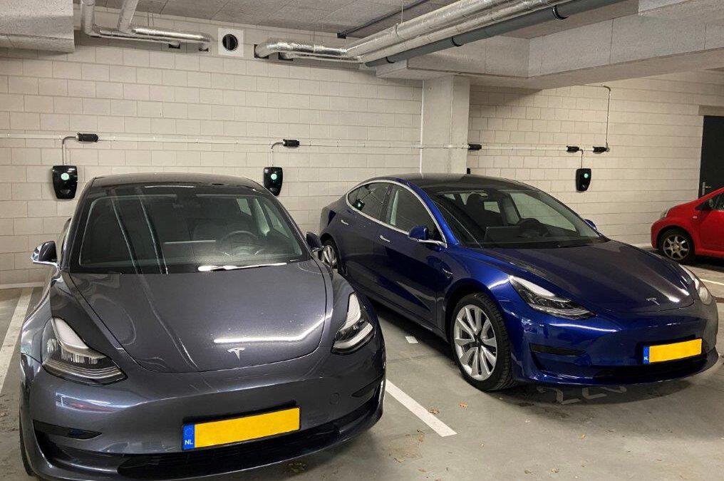 Elektrische autos bij Caland Dock Calandkade Den Haag Eleqtron Qcharge met Spindler